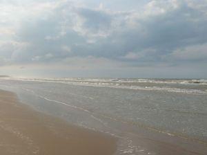 Ombak di Pantai Lombang