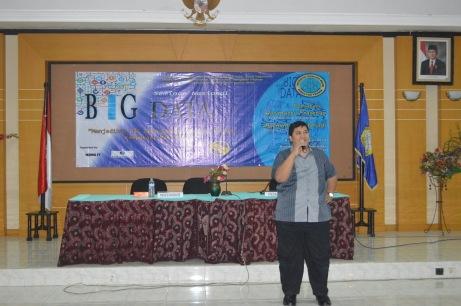 Pemateri pertama seminar Big Data